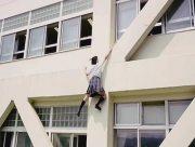 На Херсонщине студентка сорвалась со стены общежития