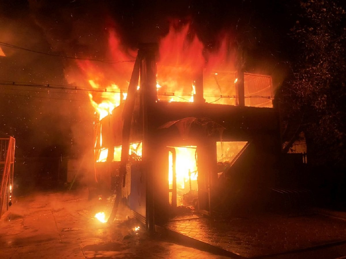 В Херсонской области сгорел двухэтажный магазин (фото)