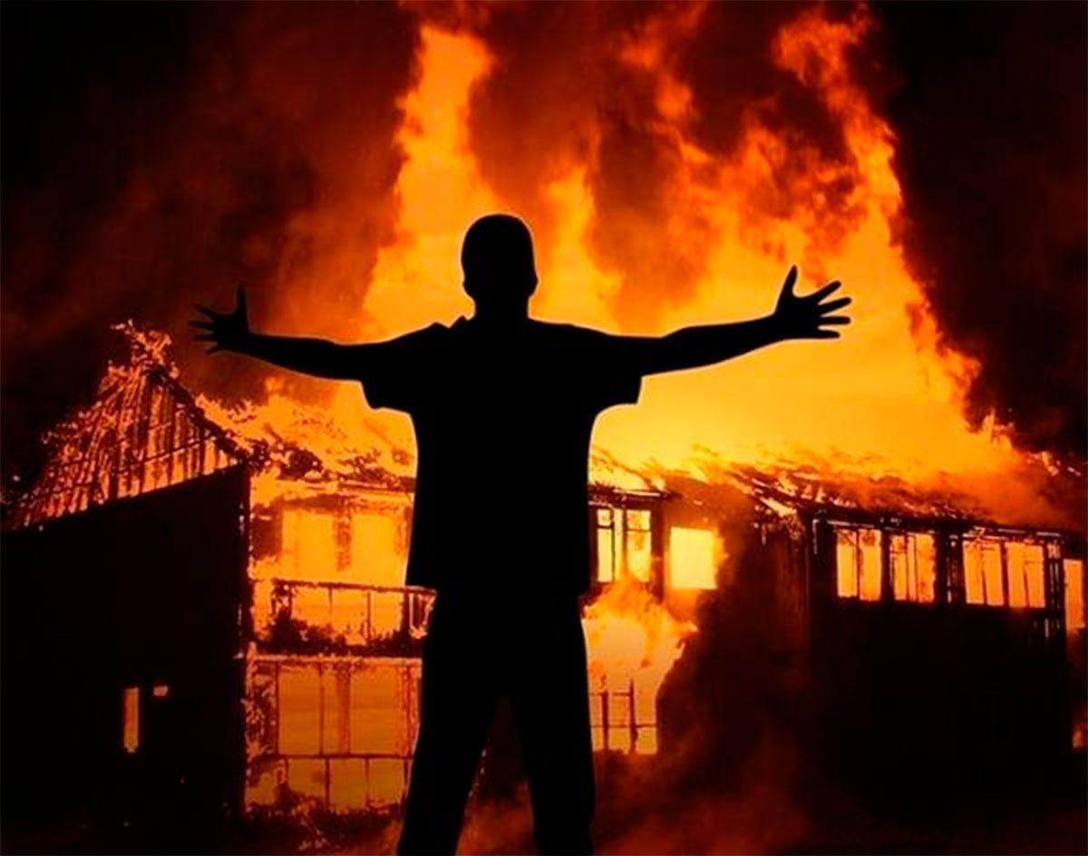 На Херсонщине мужчина сжег свой дом