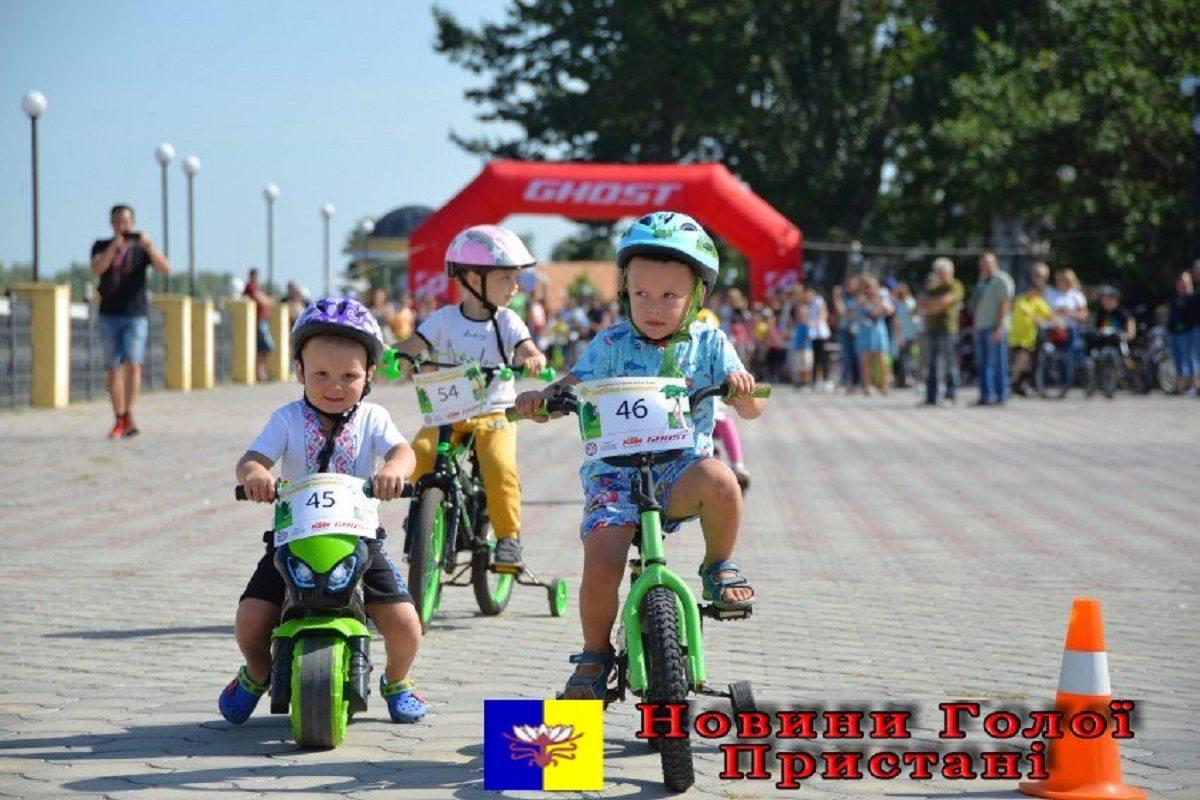 В Голой Пристани прошла детская велогонка