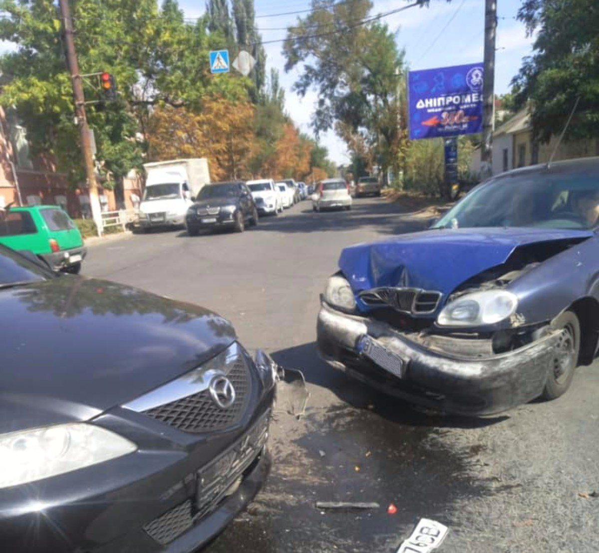 В Херсоне столнулись два легковых автомобиля