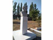 У селі Кринки на Херсонщині відновили пам'ятник письменнику Остапу Вишні