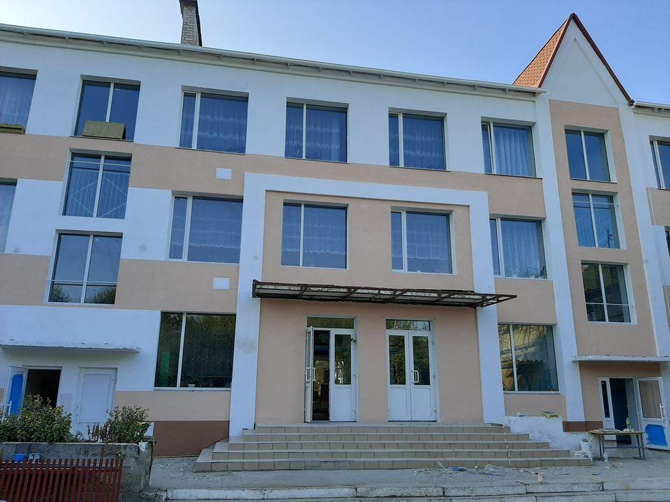 В Олешківському районі Херсонщини достроково завершують реконструкцію школи
