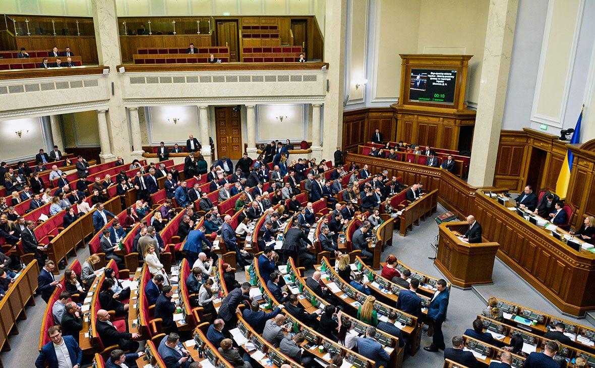 Рада запретила депутатам назначать помощниками своих близких