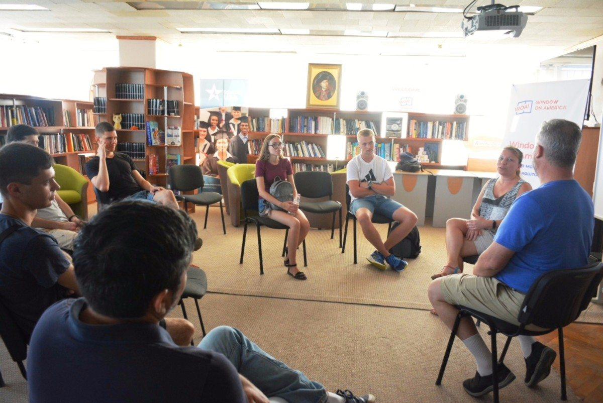 В Херсонской библиотеке им.Гончара состоялось обсуждение вопросов образования и преподавания
