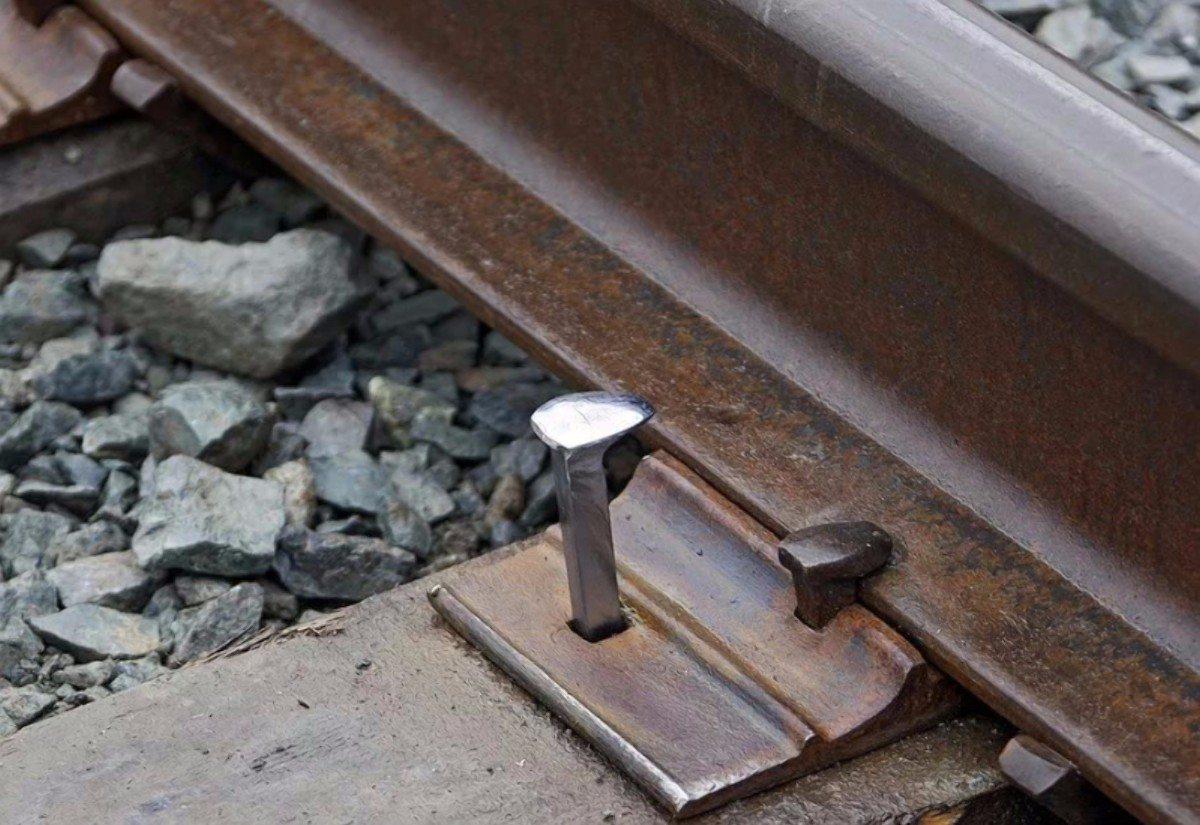 На Херсонщине серийный похититель креплений железнодорожного пути проведет за решёткой более 5 лет