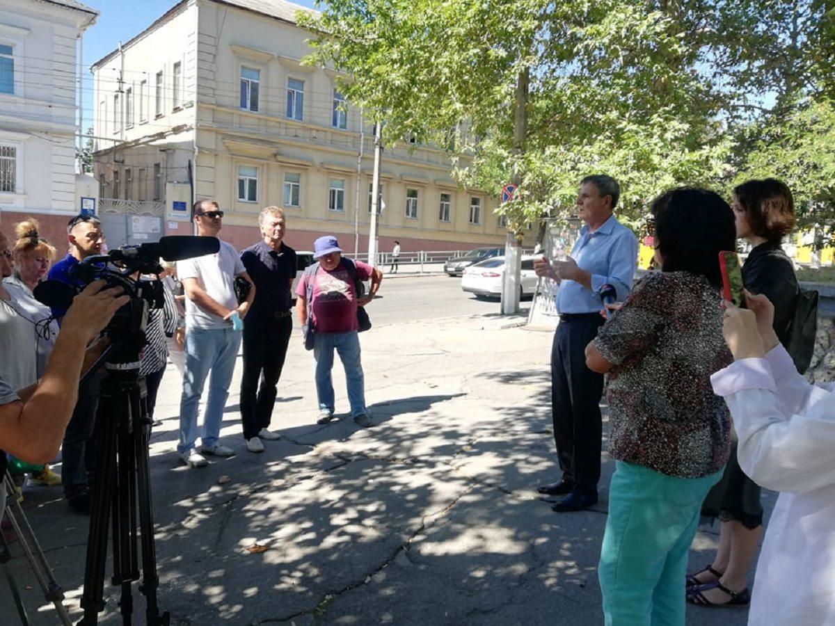 В Херсоне прошёл митинг против сокращения школ с полным средним образованием