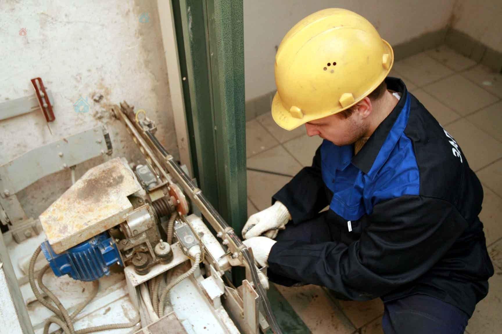 В Херсоне остановили на ремонт 86 лифтов