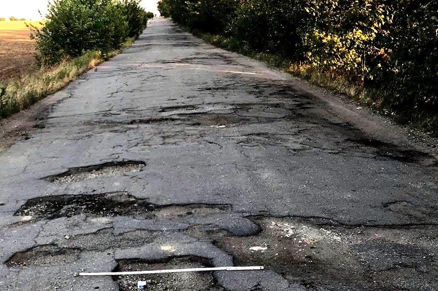 На Херсонщині  голову ОДА запрошують проїхати сiльською дорогою