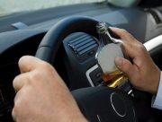 """Жители Херсона задержали """"Мерседес"""" с пьяными водителем и пассажиром"""