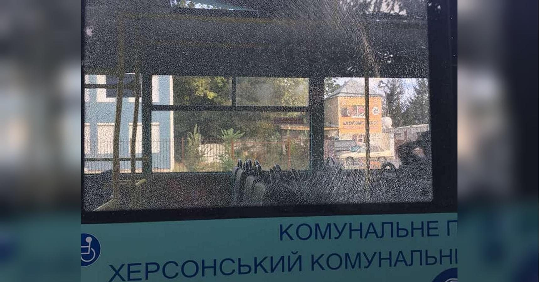 Обстрел пассажирского автобуса в Херсоне сочли хулиганством
