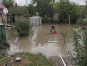 Херсонцы спасаются от подтопления после дождя