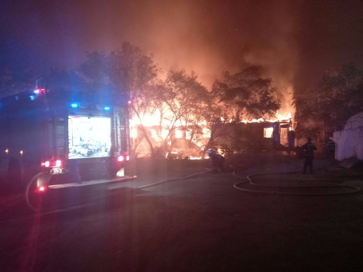 В Херсоне горел недействующий пассажирский вагон