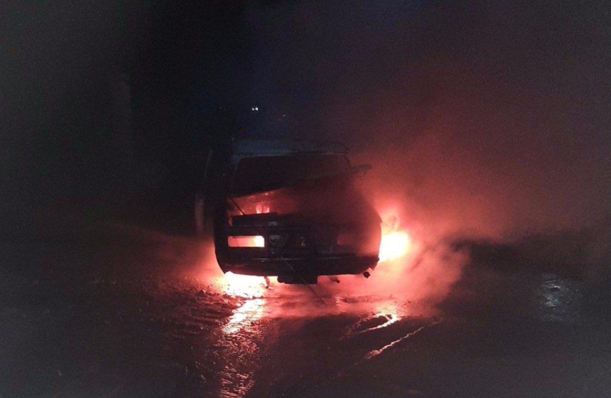В Новой Каховке автомобиль сгорел дотла
