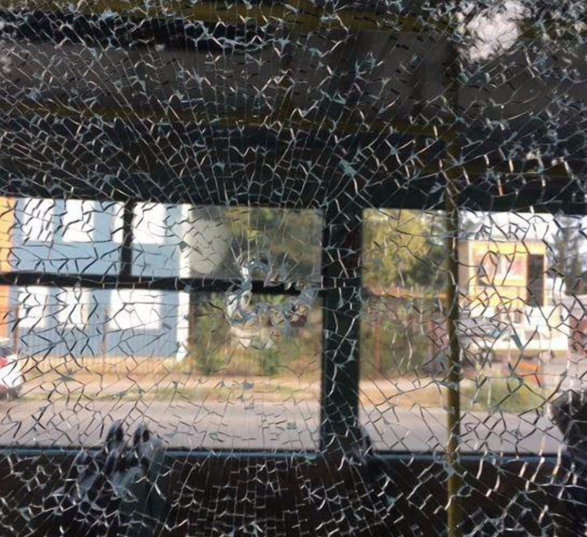 В Херсоне полиция разыскивает хулигана, выстрелившего в окно маршрутки из пневматики