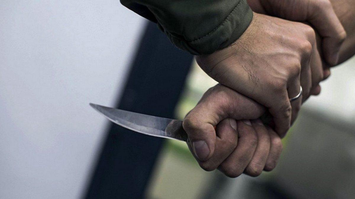 В Херсоне посетитель кафе ударил ножом охранника