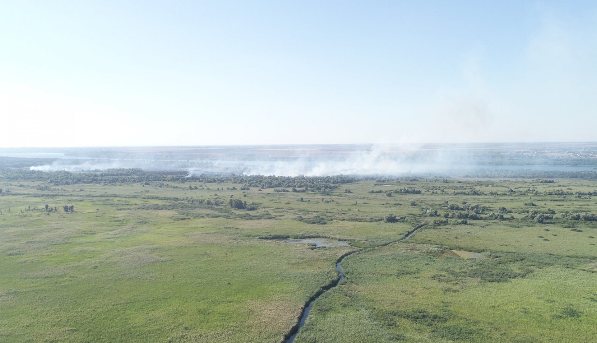 На Херсонщине сгорел дачный дом на левом берегу Днепра
