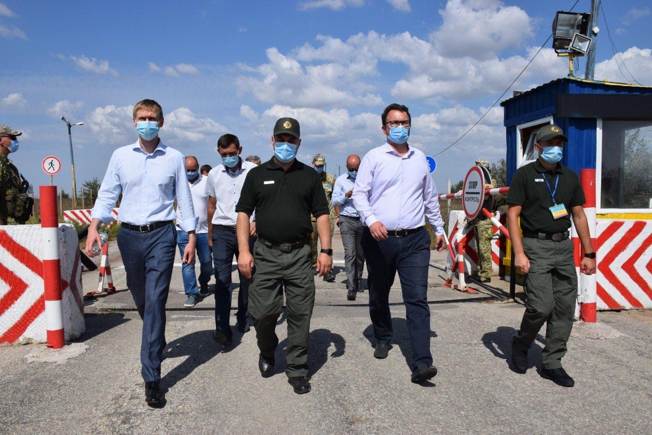 Высокопоставленные чиновники проверили работу КПВВ на границе с Крымом