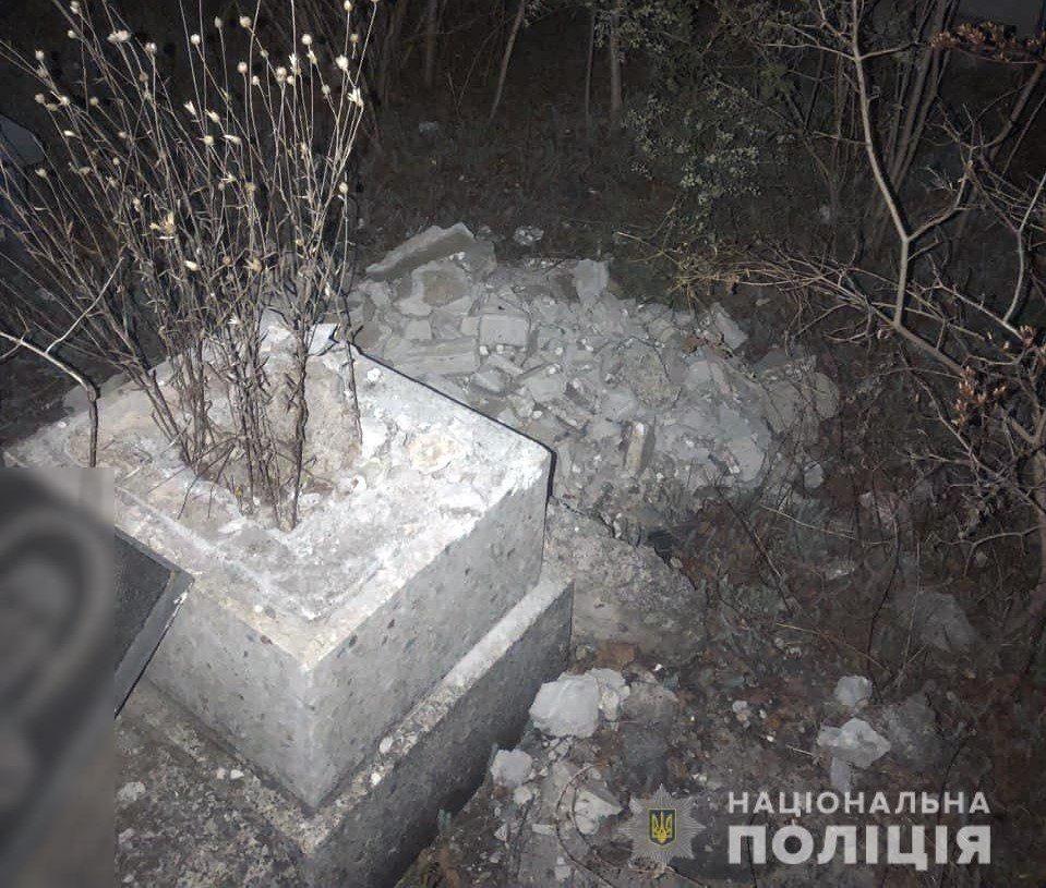 Полиция, кладбище, металл