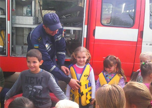 Скадовські рятувальники роз'яснюють дітям правила пожежної безпеки