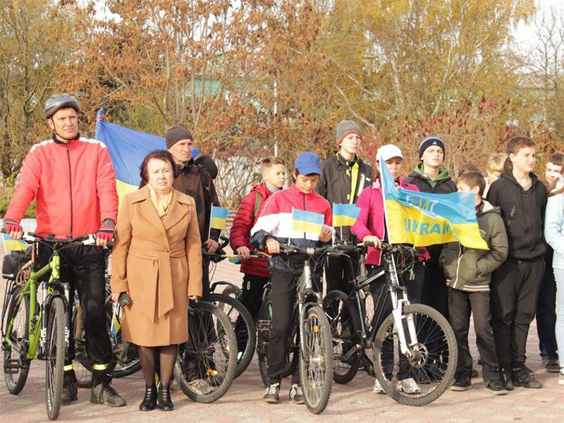 В Олешках відбувся велопробіг з нагоди визволення району від фашистських загарбників