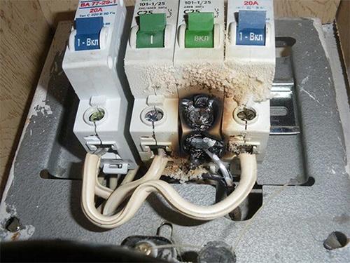 В Херсоне не выдерживают электросети, а страдают люди
