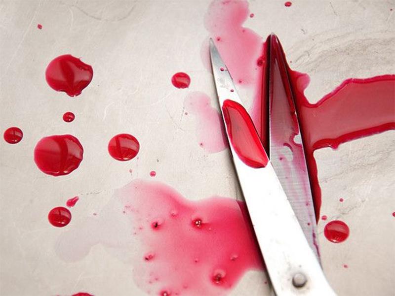 Под Херсоном самоубийца пытался отрезать голову ножницами
