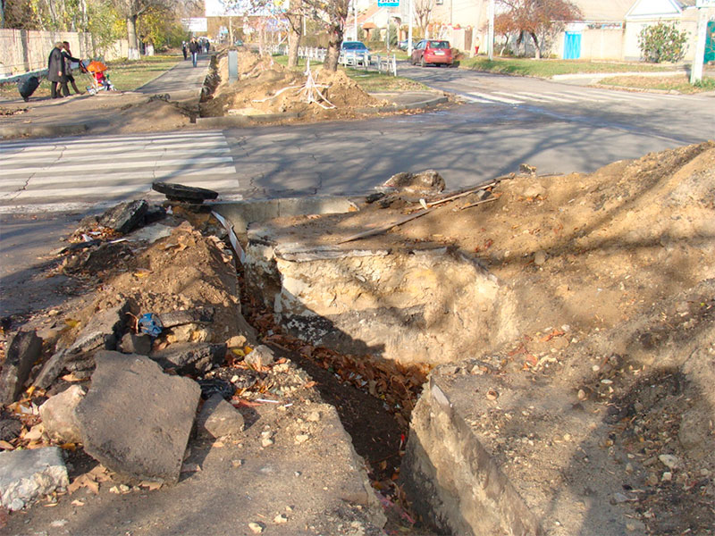 Новые жертвы уличных капканов в Херсоне