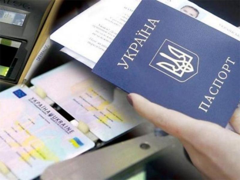 Трудовые книжки украинцев станут цифровыми. Кабмин одобрил изменение