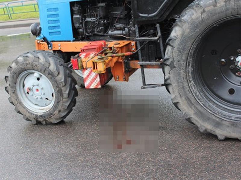 В Херсоне трактор пешеходу ногу отдавил