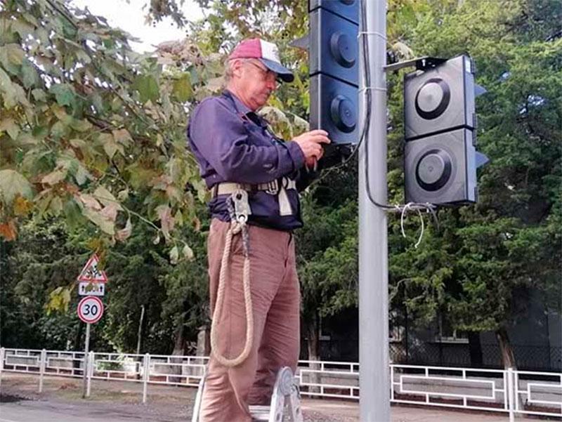 Реконструкция светофора в Олешках закончилась судом