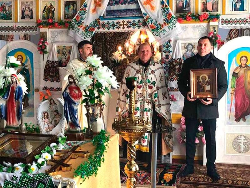 Херсонські благодійники повернули до храму відреставровані ікони