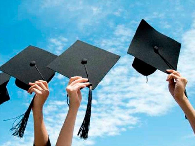 Херсонських випускників вишів за кордон не тягне