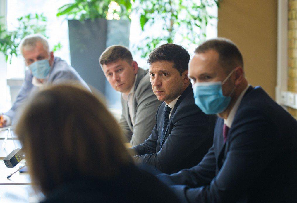 Президент предложил застраховать всех учителей от коронавируса и других болезней