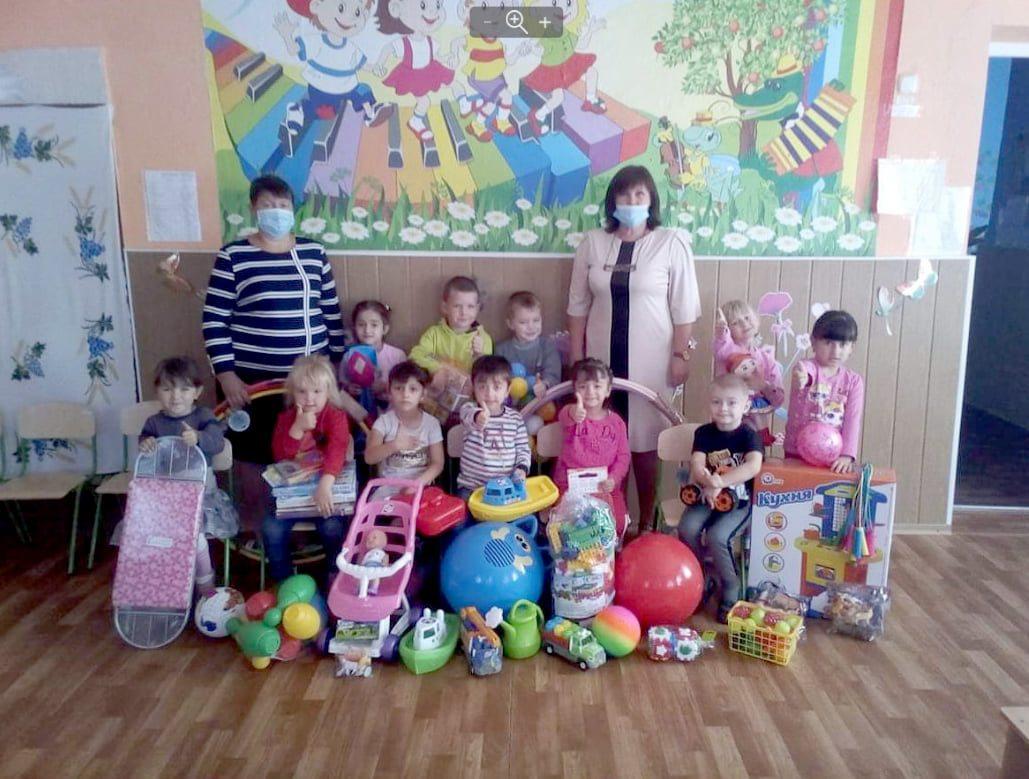 Благотворительный фонд подарил игрушки детям Генического района