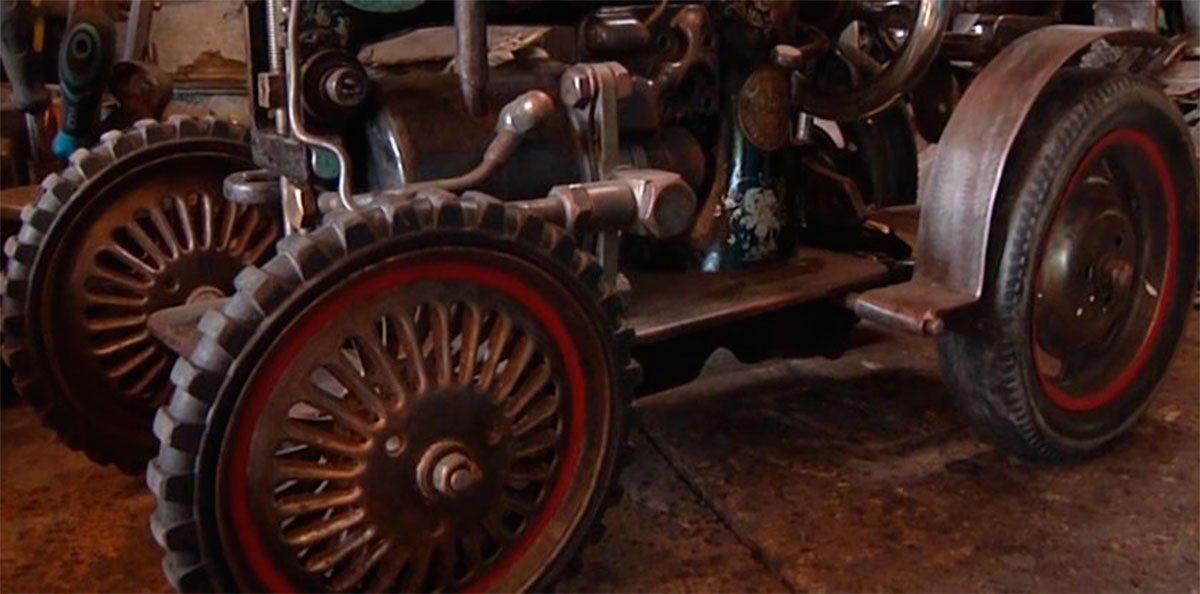 Херсонський майстер створює скульптури із металобрухту