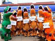 """У Херсоні динозаври закликали: """"Усі на вибори!"""""""