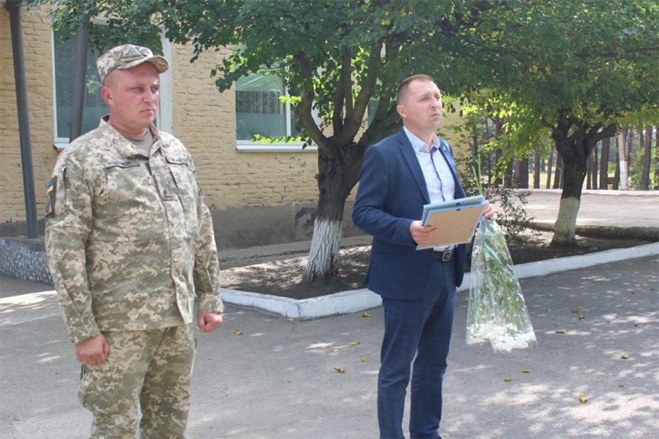 Голова Олешківської райради подякував військовослужбовцям за мирне небо