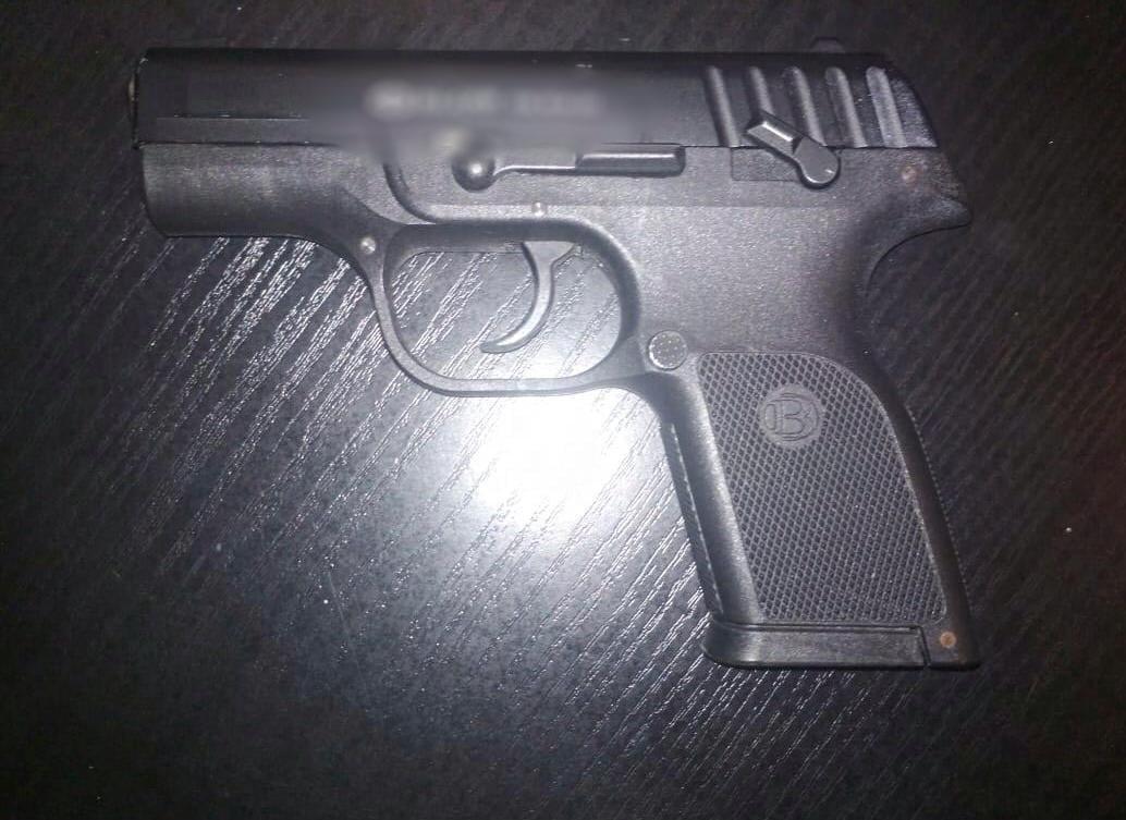 В Херсонській області чоловік розстріляв хлопця з траматичного пістолета