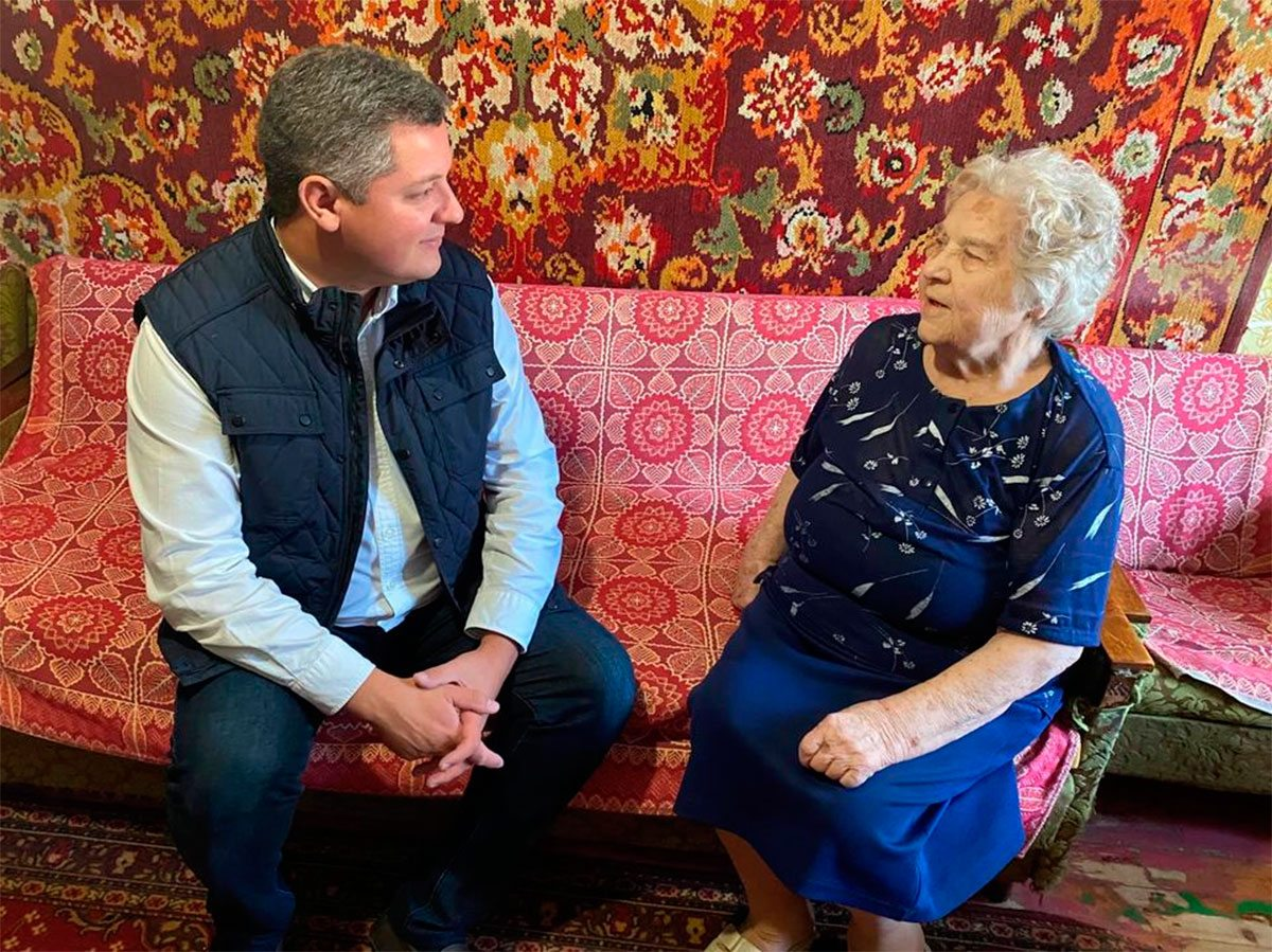Егор Устинов поздравил столетнюю жительницу Херсона