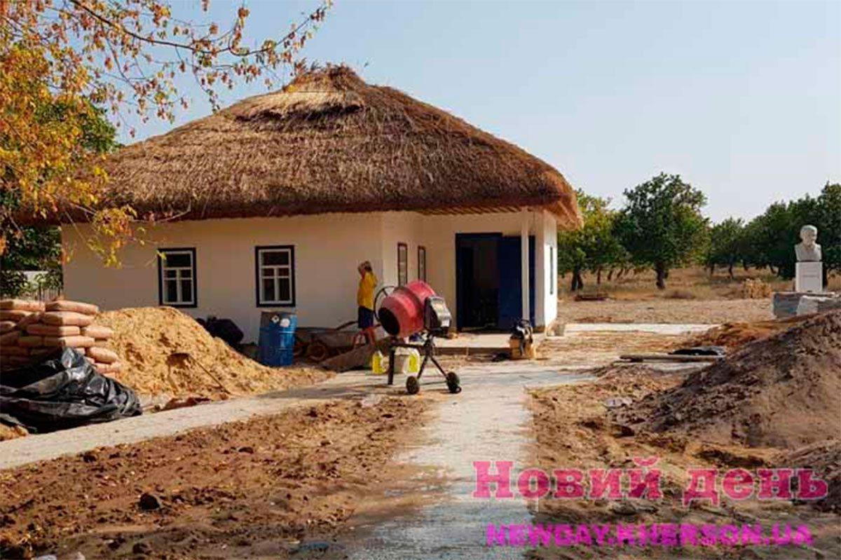 На Херсонщині ремонтують садибу Остапа Вишні