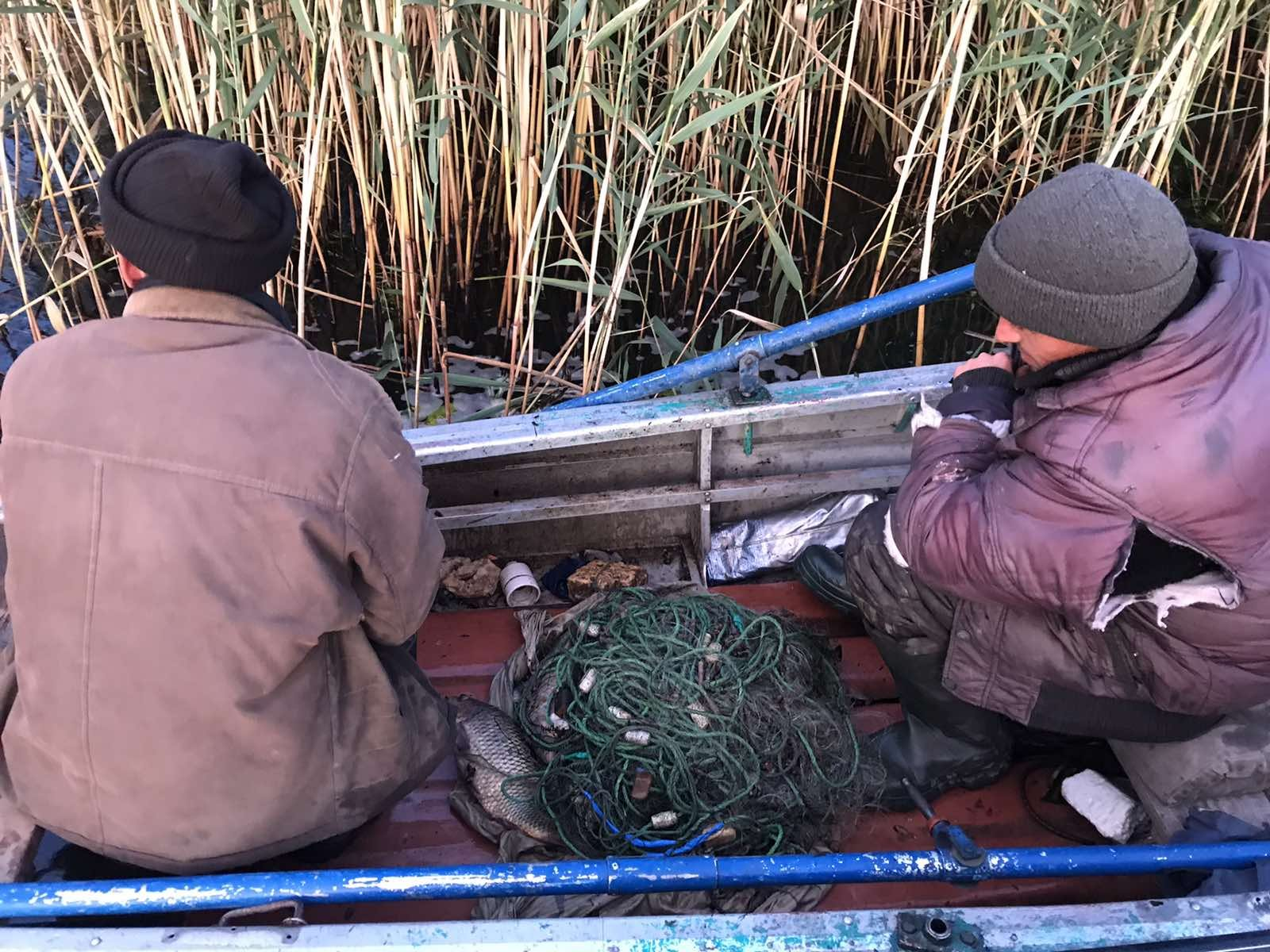 Херсонський рибний патруль наказав два десятки браконьєрів
