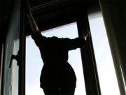 В Херсоне женщина выбросилась из окна