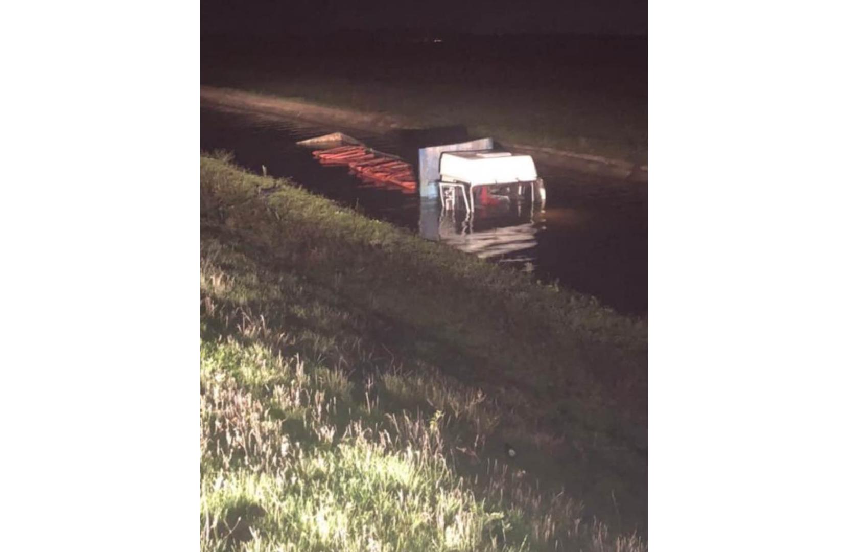 На Херсонщине грузовик утонул в канале