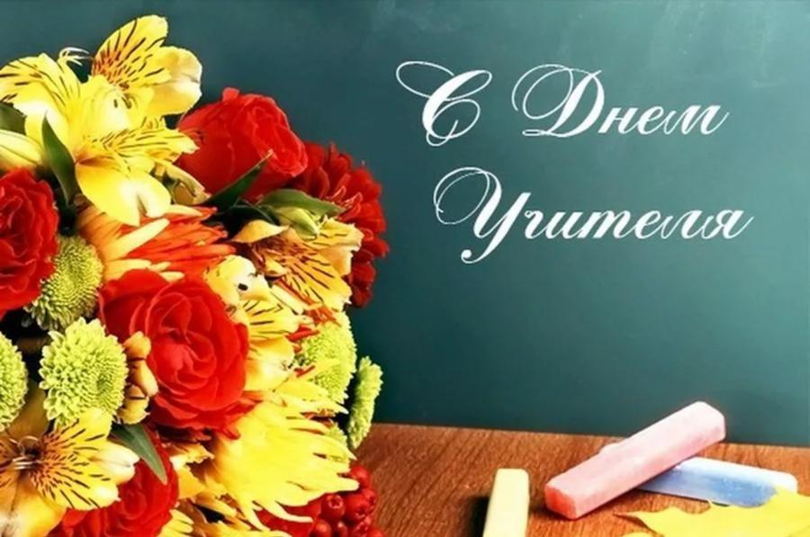 Егор Устинов поздравил херсонских учителей с профессиональным праздником