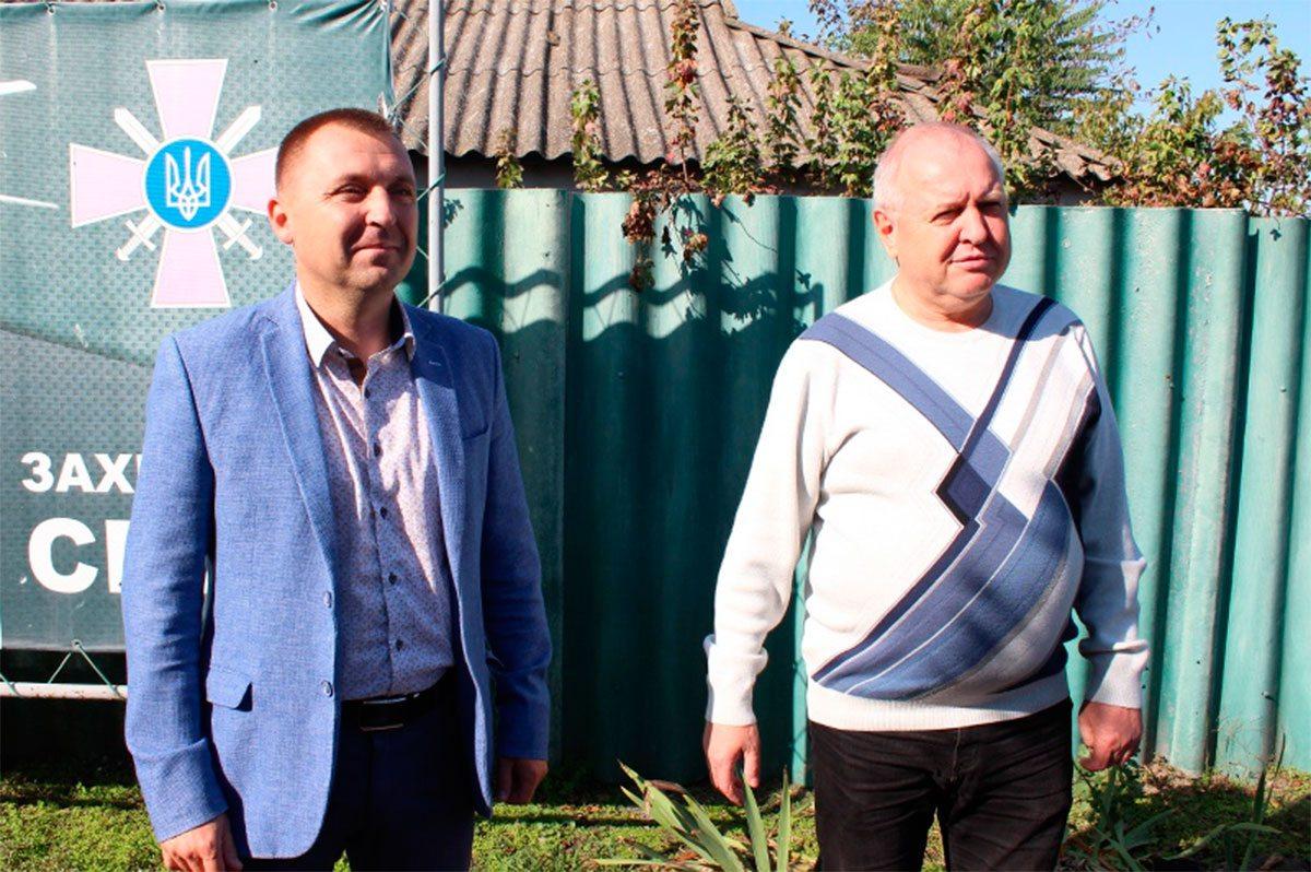 Представники громади привітали службовців Олешківського райвійськкомату