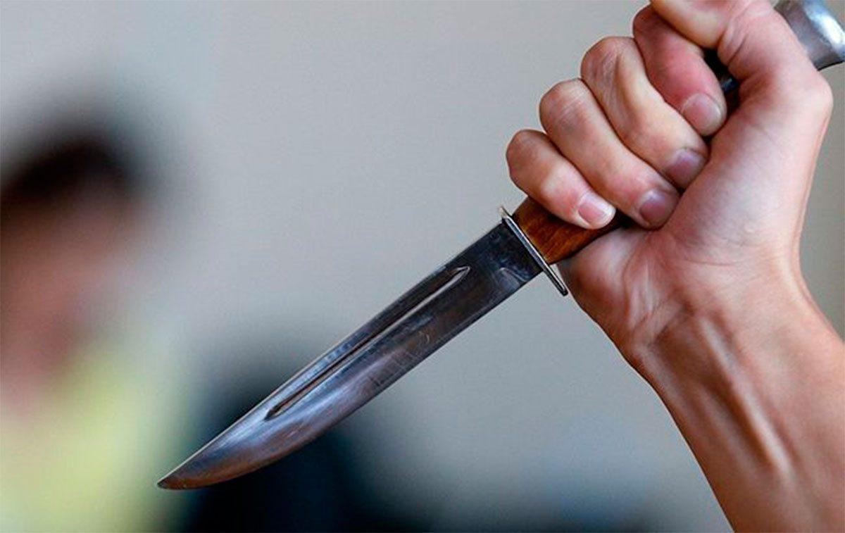 В Херсоне ножом ранили подростка