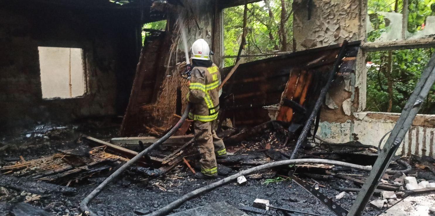 В центре Херсона горело заброшенное здание