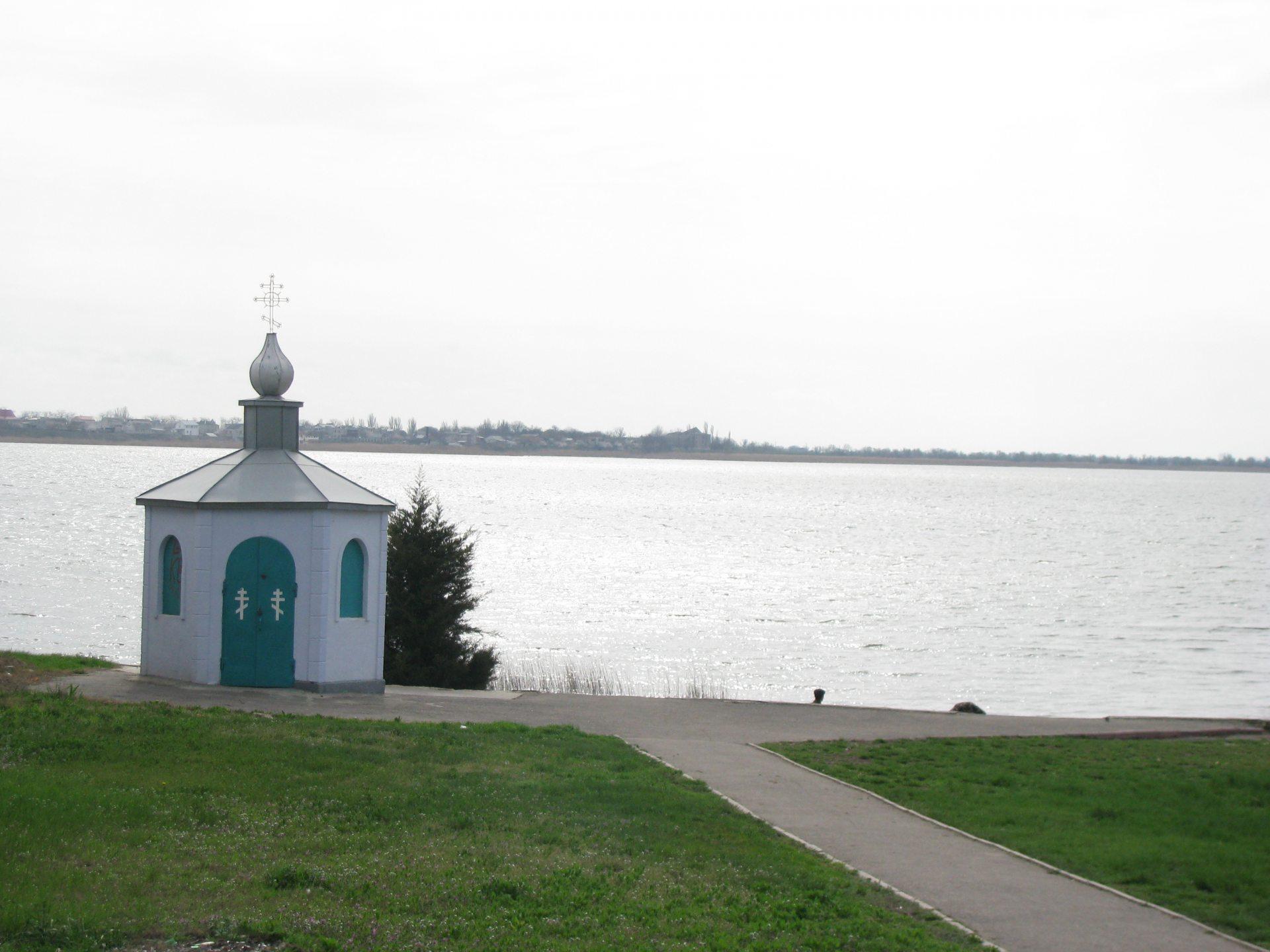 целебный иссточник, озеро белое, паломники