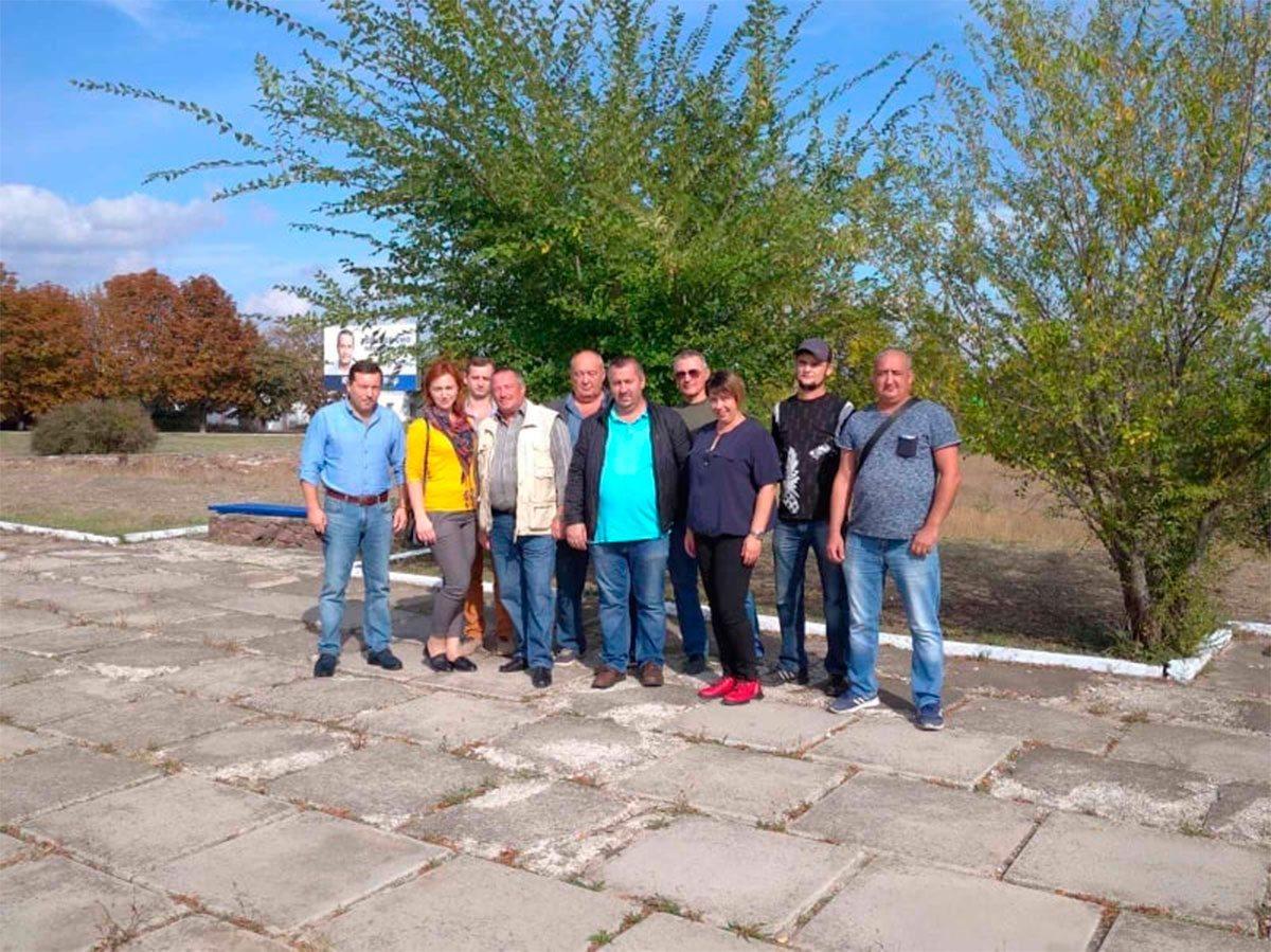 Бериславские оппозиционеры привели в порядок памятник героям Второй мировой войны